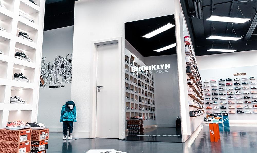 smart mirror retail store