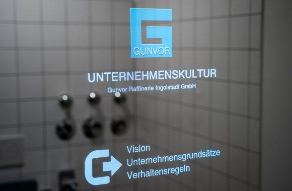 Beispielhafte Darstellung eines Smart Mirrors für die interne Unternehmenskommunikation