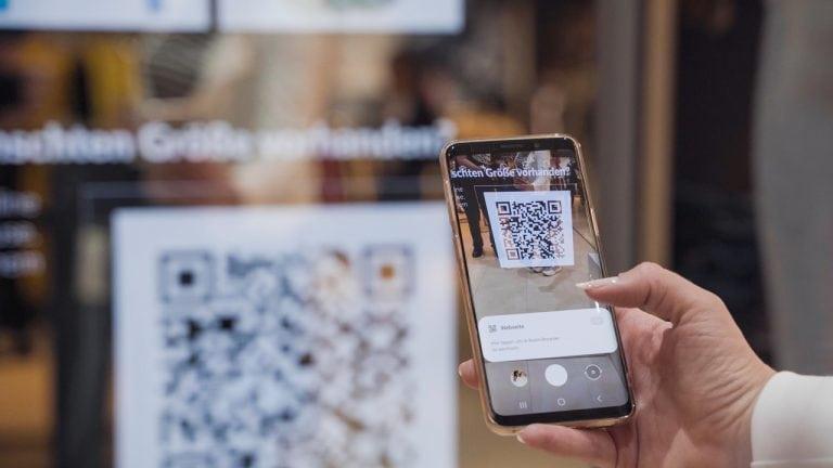 qr-code-store-smart-mirror